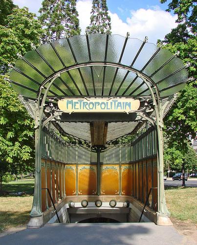La station art nouveau de la porte Dauphine (Hector Guimard)